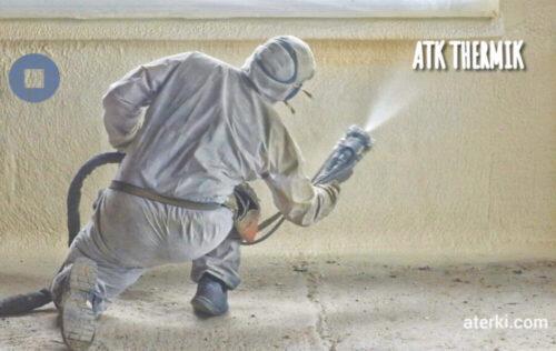 Aplicador-espuma-poliuretano-aislamiento-térmico-muros-fachada